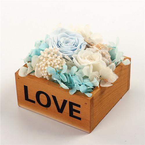 鲜花礼品-保鲜花木盒love浅蓝