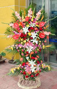 鲜花配送网                                                                                          鲜花网:3层花篮
