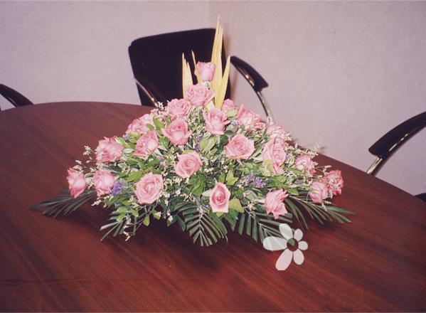新年礼物                                                                                            鲜花网:会议桌花2