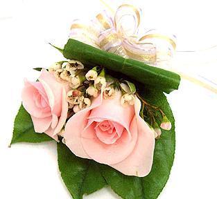 鲜花花篮                                                                                            鲜花网:玫瑰胸花3