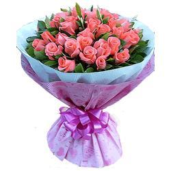 bwin娱乐下载名称: 美丽的笑容  花材内容:39枝粉玫瑰,绿叶丰满 淡蓝色和粉色印花皱纹纸圆形精美包装,粉色丝带