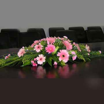 平安夜礼物                                                                                          鲜花网:会议桌花04