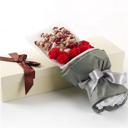 花篮                                                                                                鲜花网:红色小熊11支红香皂花7朵