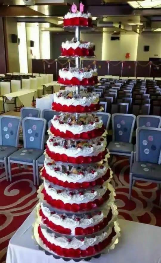 圣诞节礼物                                                                                          鲜花网:10层鲜奶蛋糕
