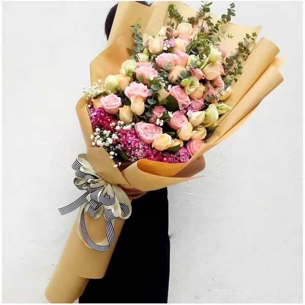 国际订花服务-熊抱花束4